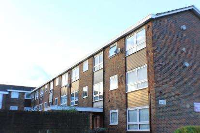 1 Bedroom Flat for sale in Hainault, Essex