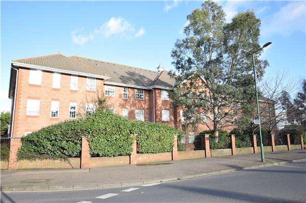 1 Bedroom Flat for sale in Tavern Close, CARSHALTON, Surrey, SM5 1JE