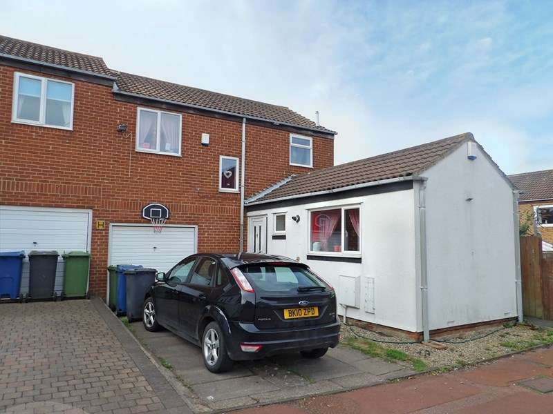 3 Bedrooms Property for sale in Mitchell Gardens, Harton, South Shields, Tyne and Wear, NE34 6EF