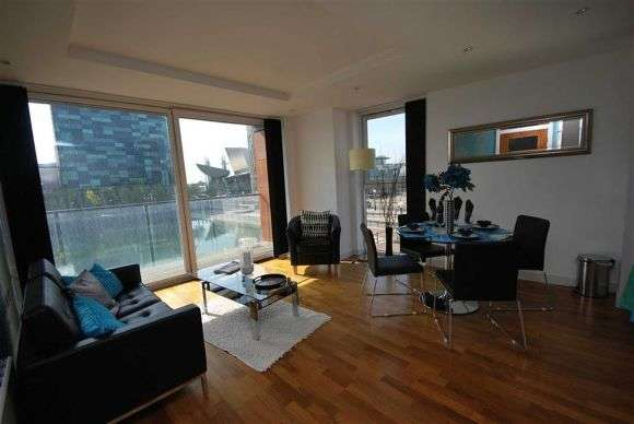 2 Bedrooms Flat for rent in The Quays, Salford Quays, Salford