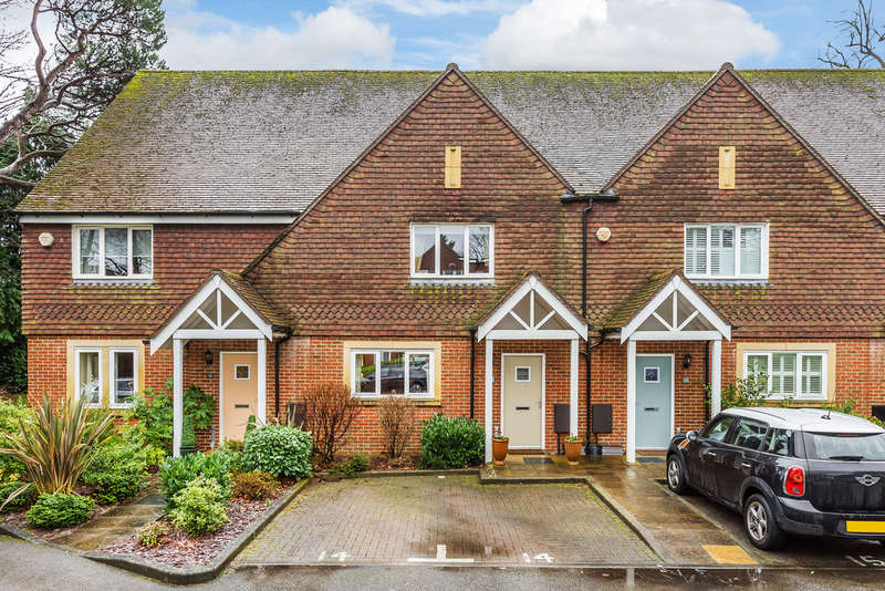 3 Bedrooms Terraced House for sale in Bellingham Drive, Reigate, RH2