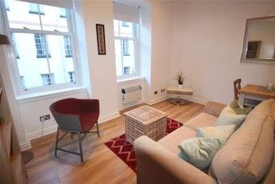 2 Bedrooms Flat for rent in 83c Candleriggs, MERCHANT CITY