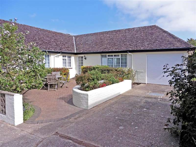 3 Bedrooms Bungalow for sale in St. Michaels Close, , Shalfleet, Newport, Isle of Wight