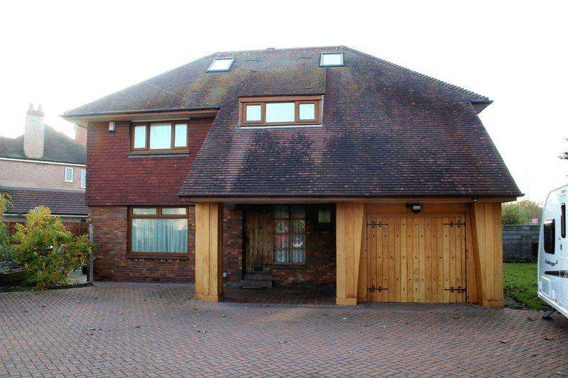 5 Bedrooms Detached House for sale in Lynton Walk, Rhyl