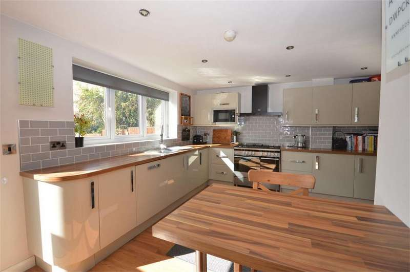 3 Bedrooms Semi Detached House for sale in 43 Beaconfield Road, Epping, Essex