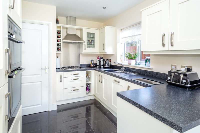 5 Bedrooms Detached House for sale in Jesse Close, Selby, YO8
