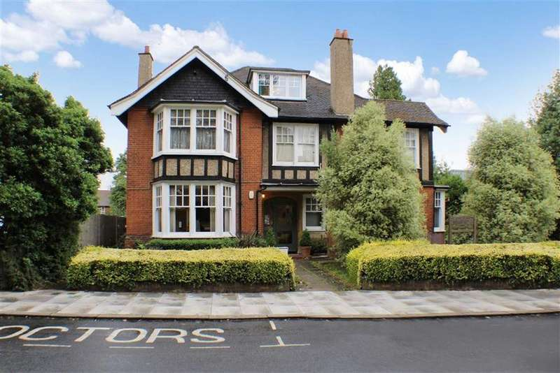 2 Bedrooms Flat for sale in Hall Place Gardens, St Albans, Hertfordshire
