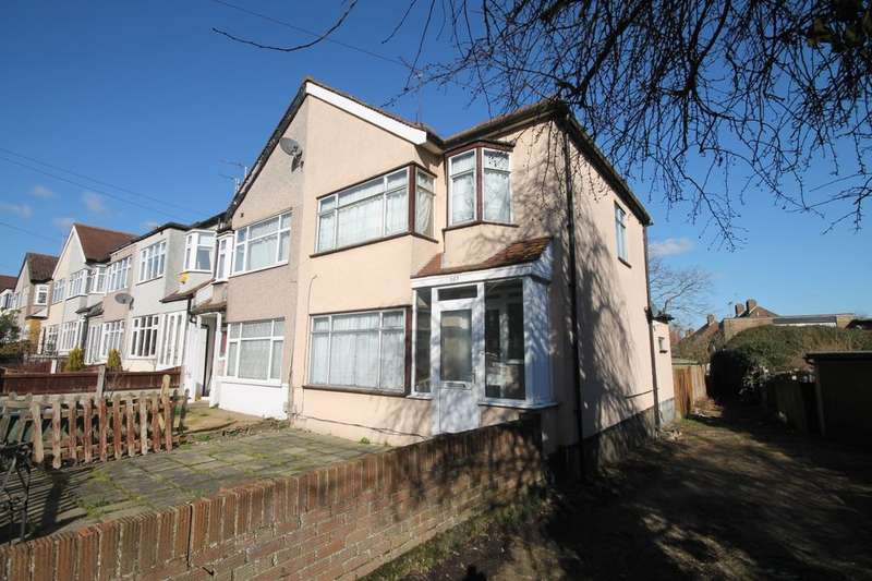 3 Bedrooms Semi Detached House for rent in Faircross Avenue, Romford, RM5