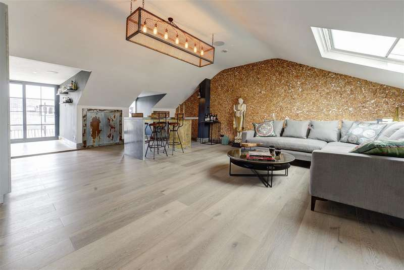 3 Bedrooms Flat for sale in Lancaster Drive, Belsize Park, London NW3