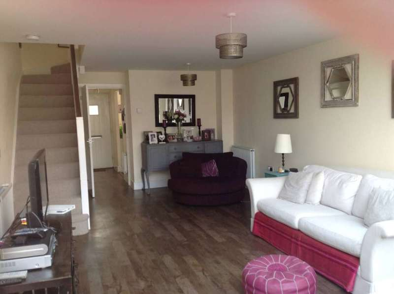 2 Bedrooms Terraced House for rent in Damson Drive, Hartley Wintney