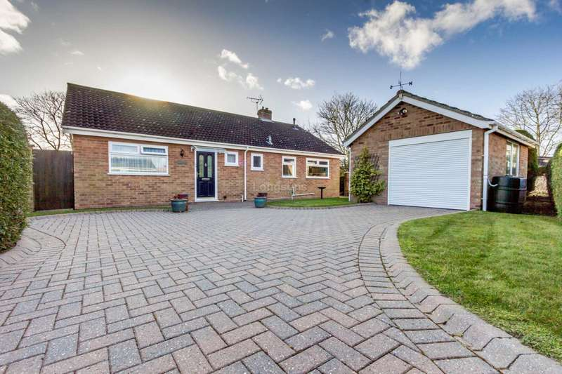 3 Bedrooms Detached Bungalow for sale in Canon Close, Watton