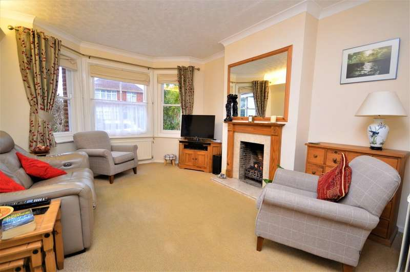 4 Bedrooms Detached House for sale in Green Lane, Shanklin
