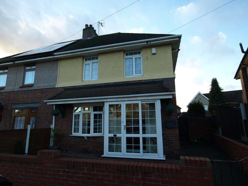 3 Bedrooms Semi Detached House for sale in Molyneux Road, Netherton