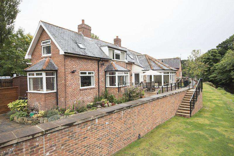 3 Bedrooms Detached House for sale in Low Ford Cottage Mitford Road, Morpeth