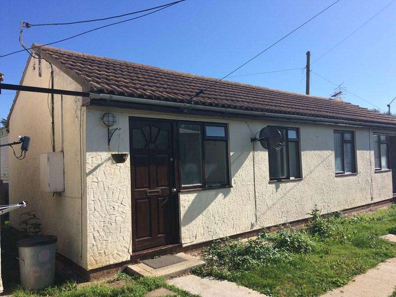 1 Bedroom Semi Detached Bungalow for rent in Tower Estate, Clacton-On-Sea