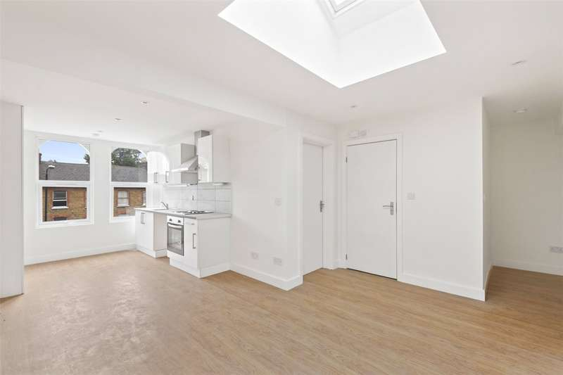 2 Bedrooms Flat for sale in Barking Road, London, E13