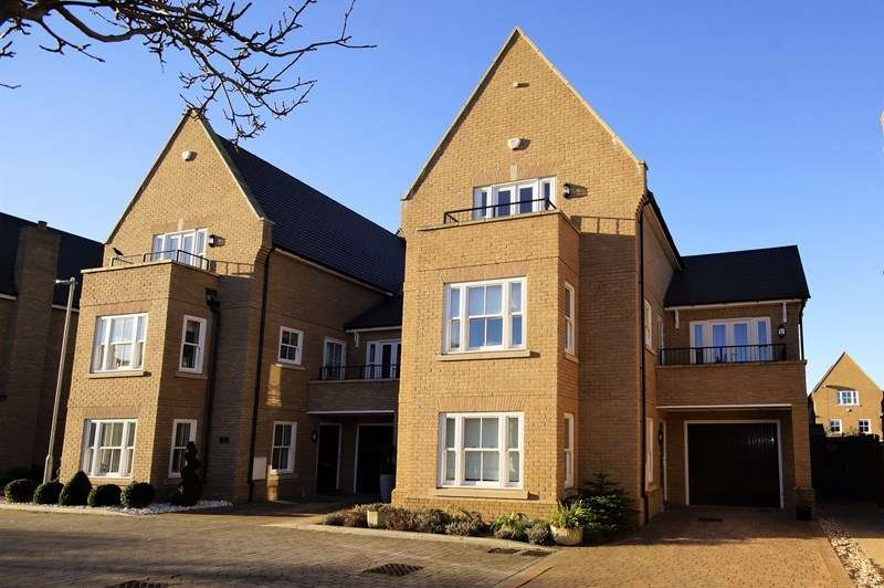 5 Bedrooms Detached House for sale in Gunners Rise, Shoeburyness, * Historic Garrison *