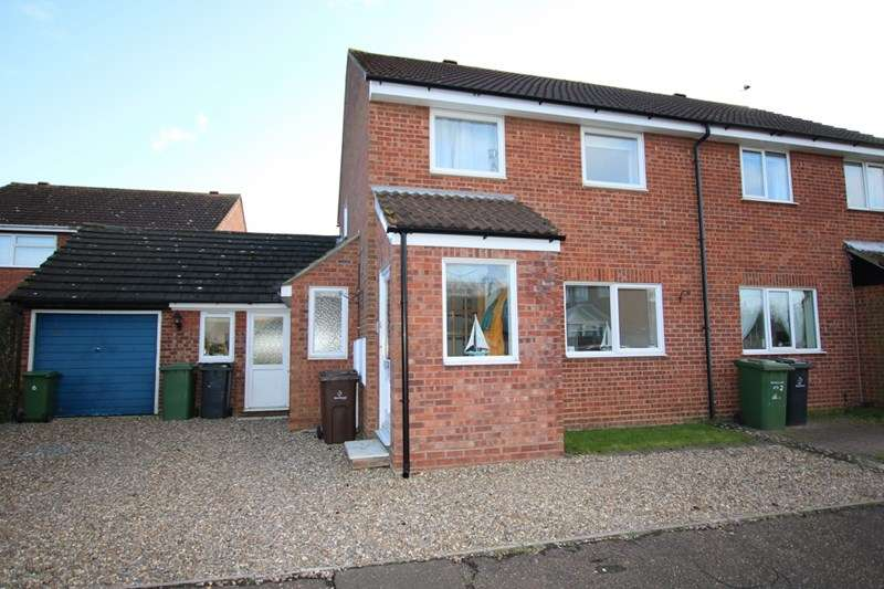 3 Bedrooms Semi Detached House for sale in Barley Way, Attleborough