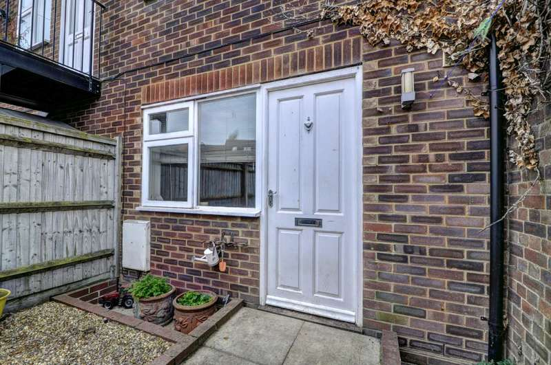 2 Bedrooms Apartment Flat for rent in Princes Risborough