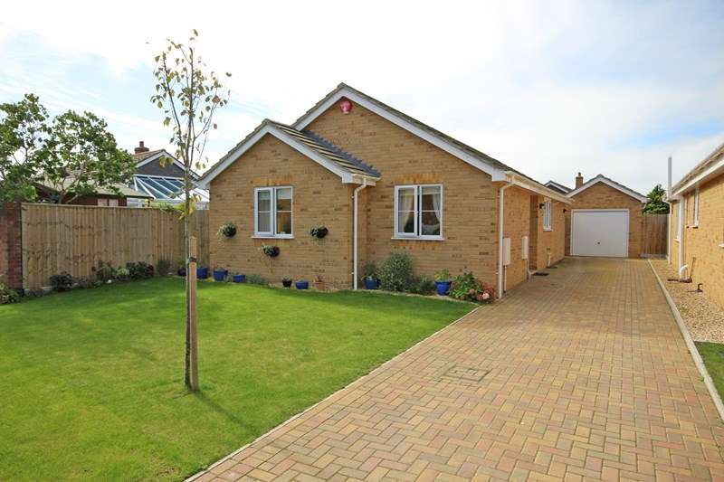 2 Bedrooms Detached Bungalow for sale in Cornflower Drive, Highcliffe, Christchurch