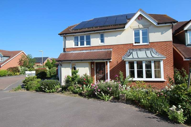 4 Bedrooms Detached House for sale in Princess Royal Close, Lymington