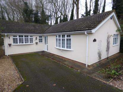 3 Bedrooms Bungalow for sale in Crabb Tree Drive, Northampton, Northamptonshire, Northants