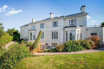 2 Bedrooms Flat for sale in Lansdowne Road, Torquay, Devon