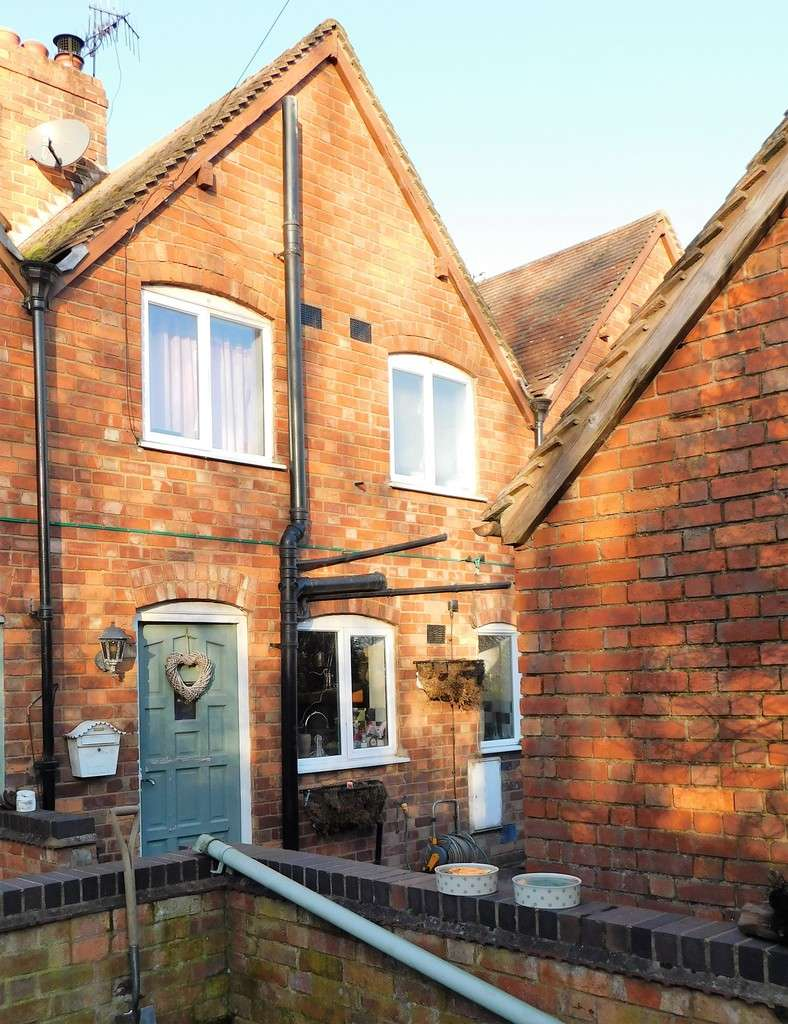2 Bedrooms Terraced House for sale in The Lane, Bricklehampton