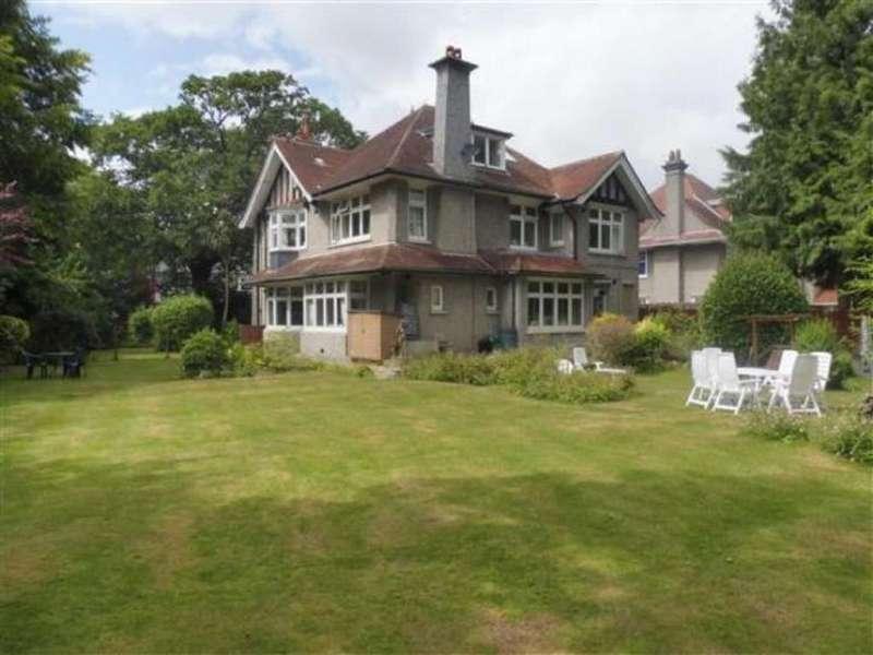 3 Bedrooms Flat for rent in Roslin Road, Talbot Woods, Bournemouth, BH3