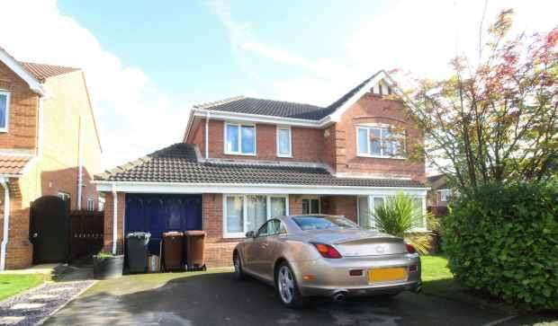 4 Bedrooms Detached House for sale in Spring Close, Kinsley, West Yorkshire, WF9 5LU