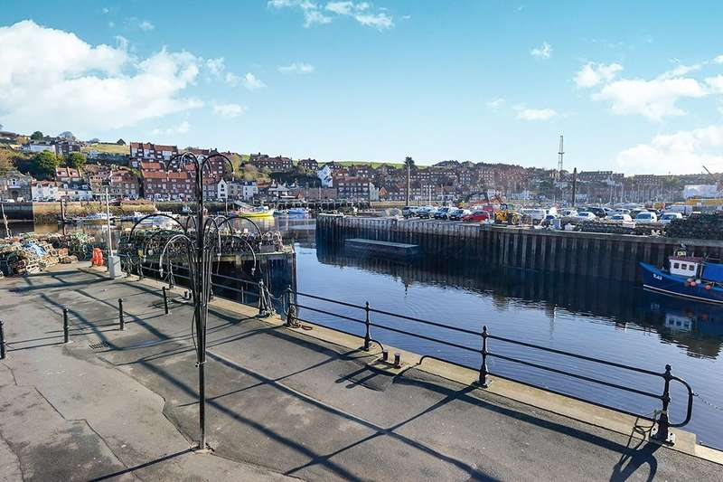 2 Bedrooms Flat for sale in New Quay Road, Whitby, YO21