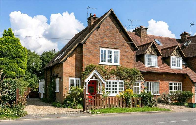 3 Bedrooms End Of Terrace House for sale in Chapel Cottages, Chartridge, Chesham, Buckinghamshire, HP5