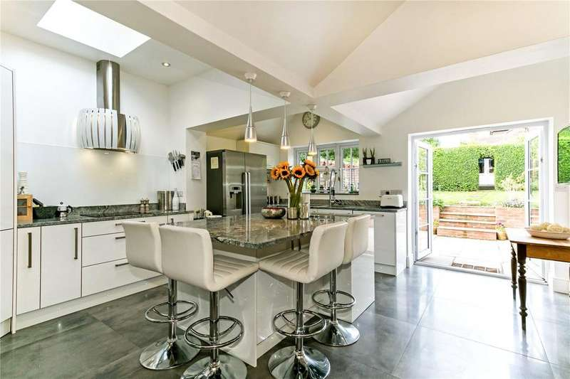 3 Bedrooms Semi Detached House for sale in Albion Road, Chalfont St. Giles, Buckinghamshire, HP8