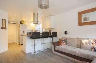 1 Bedroom Maisonette Flat for sale in Birkdale Drive, Ifield, Crawley, West Sussex