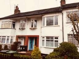 3 Bedrooms Maisonette Flat for sale in Chingford