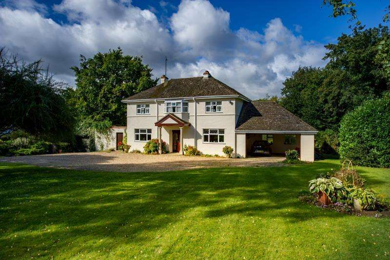 5 Bedrooms Detached House for sale in Corbett Road, Carterton, Oxfordshire