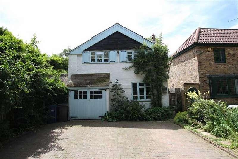 4 Bedrooms Detached House for sale in Nan Clarks Lane, Mill Hill, London