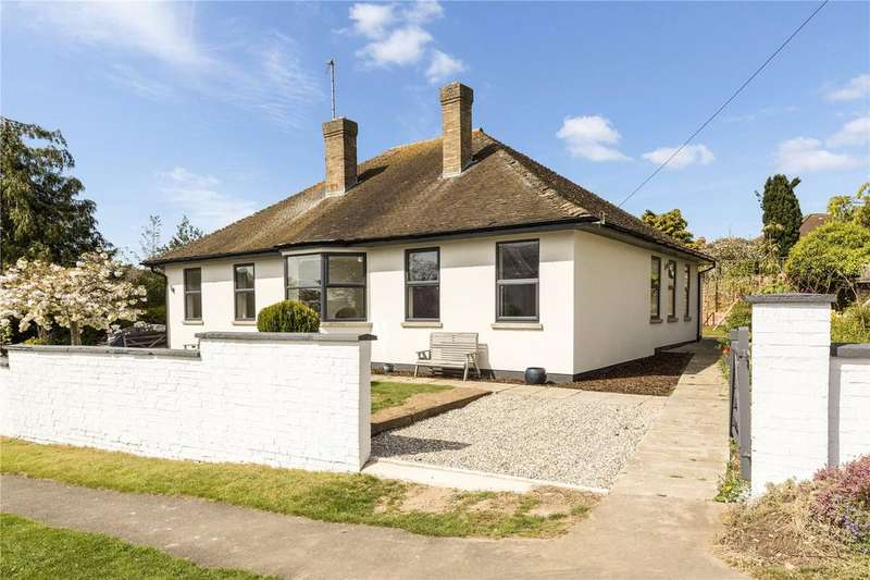 3 Bedrooms Detached Bungalow for sale in Charlton Drive, Charlton Kings, Cheltenham, Gloucestershire, GL53