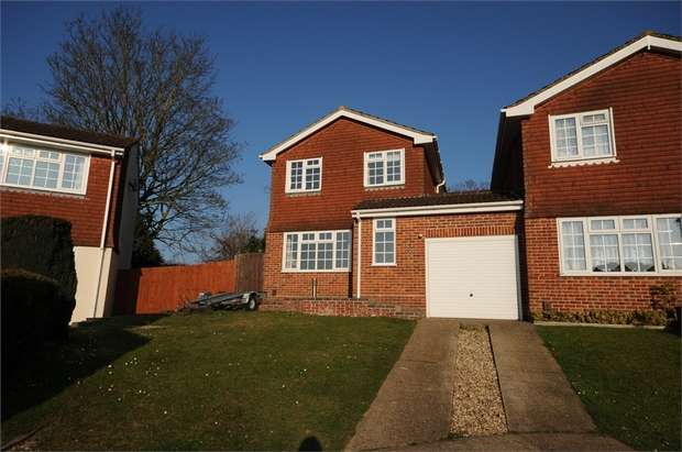 3 Bedrooms Detached House for rent in Fircroft Drive, Chandler's Ford, EASTLEIGH, Hampshire