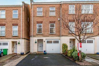 3 Bedrooms Terraced House for sale in Edgecote Close, Manchester, Greater Manchester, .