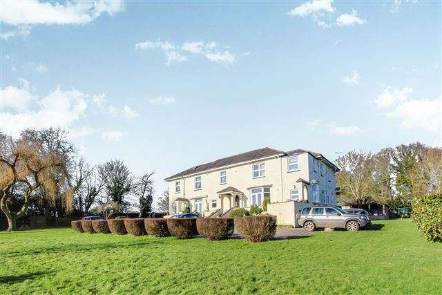 2 Bedrooms Apartment Flat for sale in Charlwood, Surrey