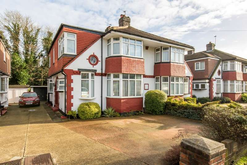 4 Bedrooms Semi Detached House for sale in Links Way, Beckenham