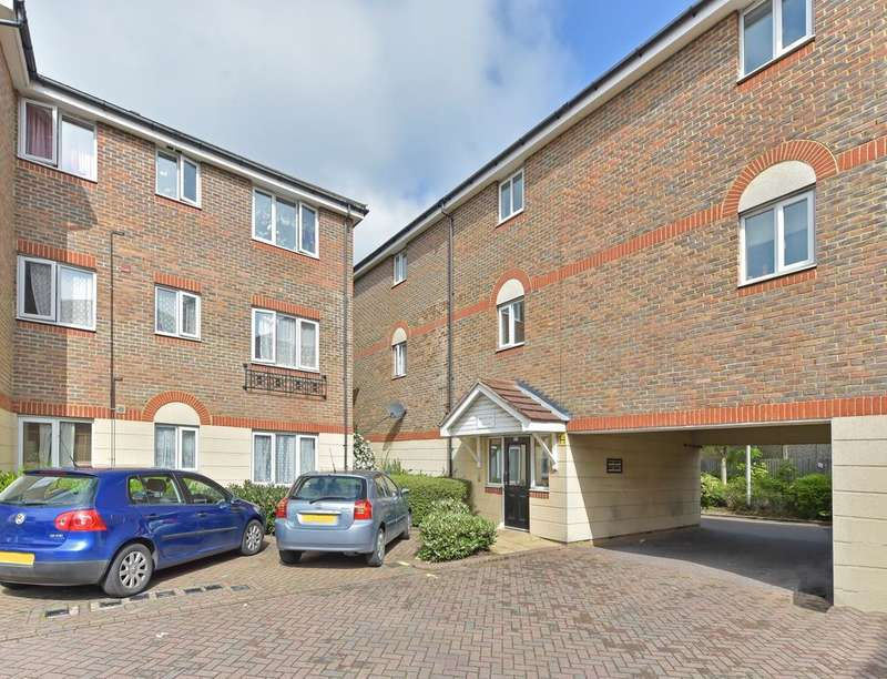 2 Bedrooms Flat for sale in Marvell Court Quarles Park Road, Chadwell Heath, RM6
