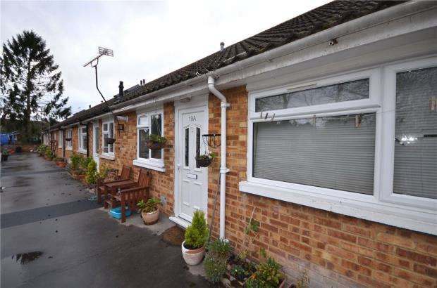 2 Bedrooms Maisonette Flat for sale in Greenwood Road, Crowthorne, Berkshire
