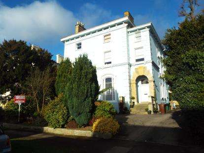 2 Bedrooms Flat for sale in Malvern Hill House, East Approach Drive, Cheltenham, Gloucestershire