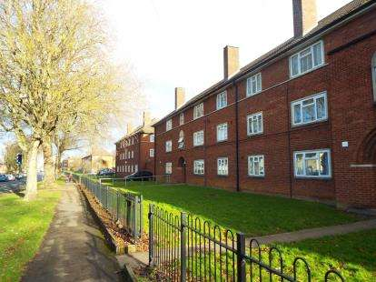 2 Bedrooms Flat for sale in Bush Court, Prestbury, Cheltenham, Gloucestershire