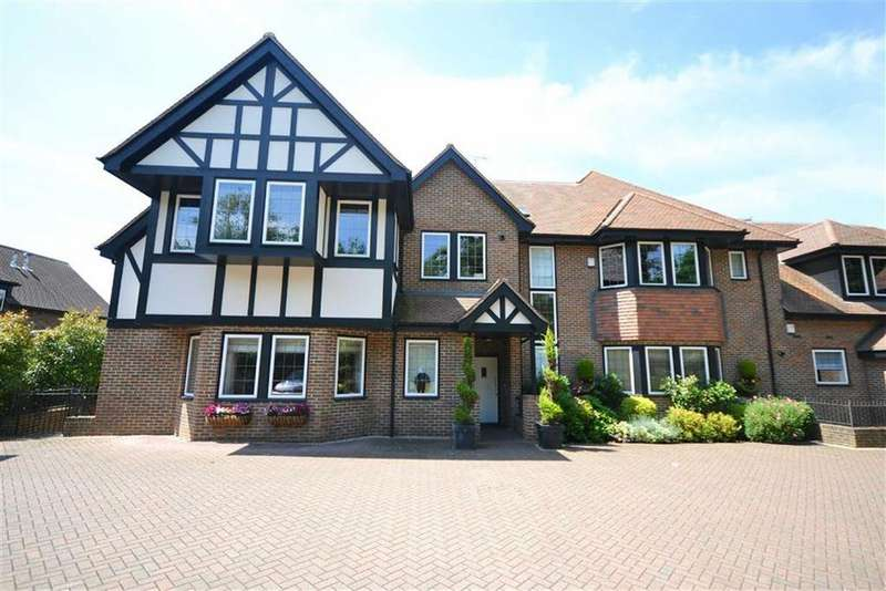 2 Bedrooms Flat for sale in Cockfosters Road, Hadley Wood, Hertfordshire