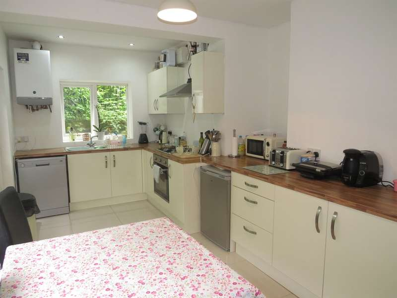 3 Bedrooms Detached House for sale in Graig Road, Godrergraig, SWANSEA