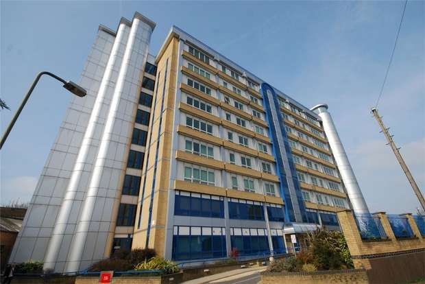 2 Bedrooms Flat for sale in Northpoint, Sherman Road, BROMLEY, Kent