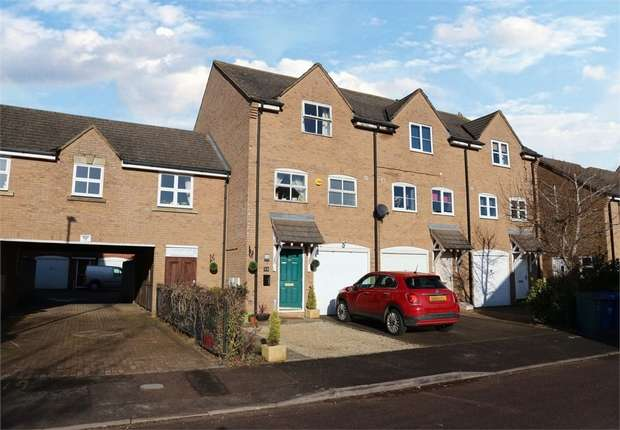 3 Bedrooms Semi Detached House for sale in Bryony Road, Bicester, Oxfordshire
